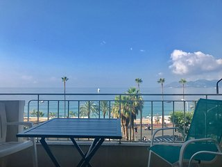 One bedroom apartment in Cannes with a balcony and great sea views.