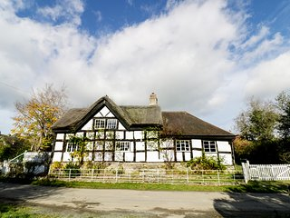 THE SARN, Grade II listed, partly thatched roof, exposed wooden beams, Ref