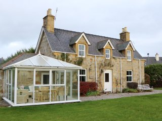 KERRISDALE, sun room, enclosed garden, open fires, in Dornoch, Ref. 970924