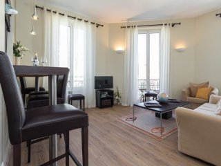 Lovely modern apartment in Bourgeois building in Cannes. Close to the Palais.