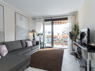 Modern 3 bedroom, 3 bathroom accommodation near Cannes Old Town walking