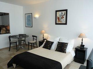 Great studio apartment in Cannes near Hotel Martinez & the Croisette.