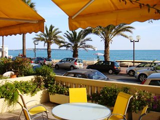 Elegant two bedroom apartment right by the beach in Cannes. Aircon, balcony.