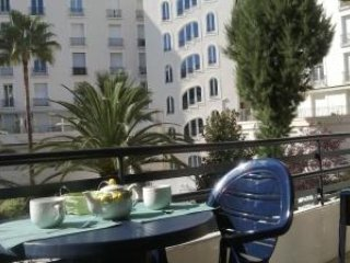 Lovely studio apartment in the center of Cannes, close to the Palais and