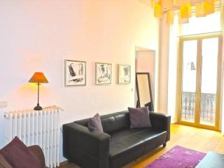 Stylish two bedroom, two bathroom apartment near Palais, beaches, restaurants.