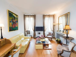 Luxurious two bedroom apartment in the heart of Cannes and close to the Palais.