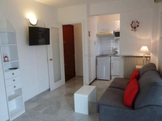 Studio accommodation with aircon and terrace overlooking old town Cannes.