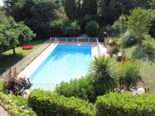 Modern and light studio apartment in prestgious area of Cannes. Small garden