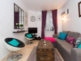 Bright and modern apartment in Cannes Old Town short walk to the Palais