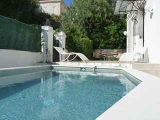 Charming 4 bedroom, 3 bathroom villa with private pool and walking distance to