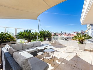 Superb penthouse in centre of Cannes. Stunning views, air-conditioning