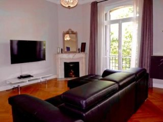 A lovely modern 2 bedroomed 2 bathroom apartment in the central area of Cannes