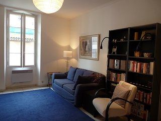 Two bedroom apartment in the heart of Cannes Old Town walking distance from the