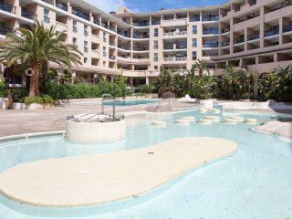 One bedroom apartment in Cannes La Bocca, private parking, shared pool, 5