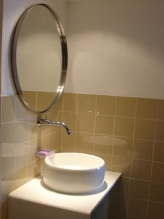 Modern furnishings in the bathroom