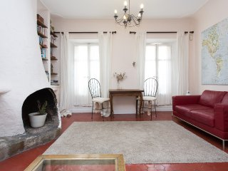 Lovely two bedroom apartment in the centre of Cannes just yards from the beach