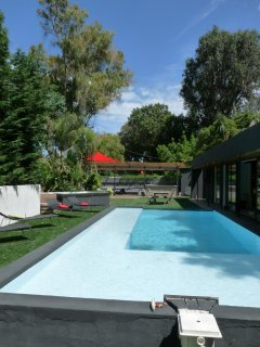 5 bedroom villa in Cannes with jacuzzi, pool, garden. Short drive to Croisette.