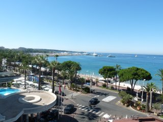 One bedroom apartment in the center of Cannes with sea views over the Croisette