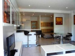 Lovely central 2 bedroom apartment situated just minutes from the Croisette and