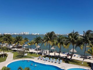 Beautiful Apartment in Cancun! Lagoon View!