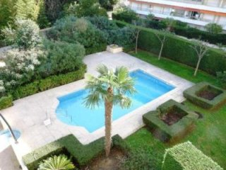 Beautiful modern two bedroom two bathroom apartment in Cannes. Pool, air-con