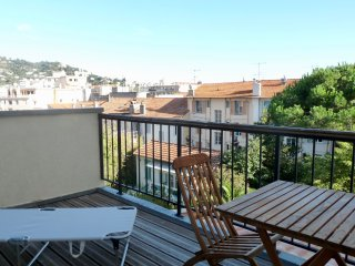 Nice studio one bedroom apartment with lovely terrace a few steps from the