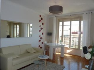 Modern apartment in the heart of Cannes walking distance to the Palais