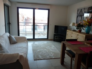 One bedroom apartment in Cannes very close to the Palais. Private balcony and