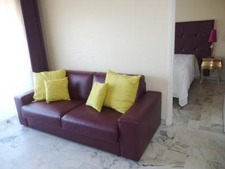 Stylish one bedroom apartment in Central Cannes. Just off the Croisette and