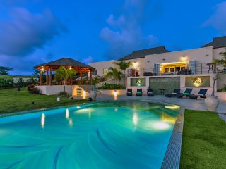 Modern 7 bedroom villa with jacuzzi and private pool
