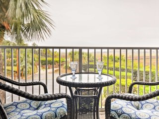 2BR Hilton Head Condo w/Balcony & Pool Access!