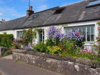 Pretty Cottage, Perthshire- Great Views. Sleeps 6
