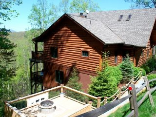 Black Bear Lodge ~ Long Range Mountain Views, Wood Burning Fireplace, Valle Cruc