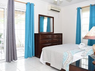 Jamaica Vacation Rentals - 2 bedrooms, 24 hour security