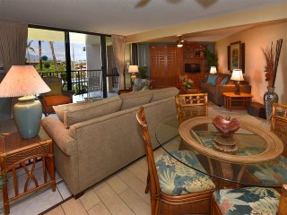 Sunny Kihei Living! Full Kitchen, Lanai, WiFi, AC, TVs+Laundry–Kamaole Sands