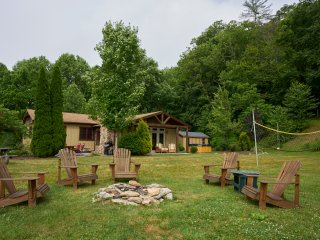 Ashemount ~ Family Favorite! Play Area, Hiking, Close to the River