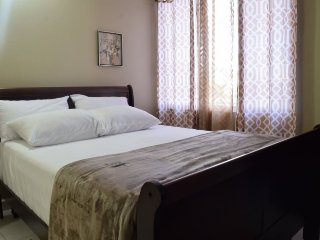 Jamaica Vacation Rentals - Mod New Kingston Business Condo
