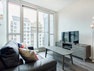Unique & Sleek 2BR near Uqam-Radio Canada!