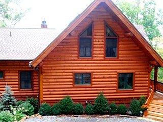 Black Bear Lodge ~ Long Range Mountain Views, Wood Burning Fireplace, Valle Cruc