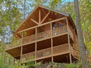 Amazing Views in Pigeon Forge with seclusion, game room, and home theater!