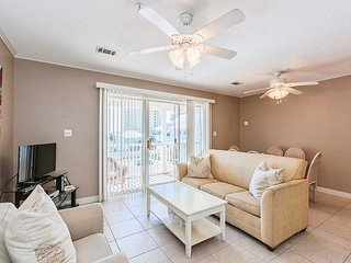 3BR/2.5BA Condo w/ Balcony, Pool & Grill - Quick Walk to Beach & Restaurants