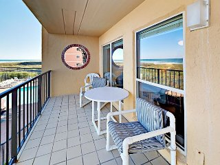 Oceanfront 2BR Condo w/ Pool, Hot Tub- Steps to Beach Suntide ii 207