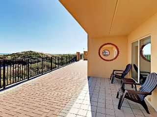 Beachfront 3BR Condo w/ Pool, Hot Tub, & BBQ, Suntide ii 105