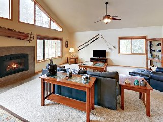 NEW! Spacious 2BR Home with Mountain Views & Fire Pit-minutes to Winter Park