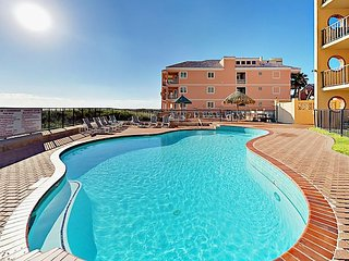 Poolside 2BR Gulf Getaway w/ Hot Tub & Private Beach Access Suntide ii 108