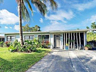 Cozy 2BR w/ Sunroom & Pool - Minutes to Delray Beach & Palm Beach