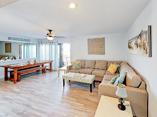 2BR Updated Condo w/ Private 3rd-Floor Balcony - Walk to Beach