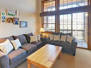 NEW! Kicking Horse, 2 BD/2 BA w/loft - stunning views, sleeps up to 9