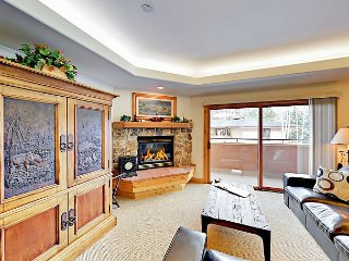 NEW! Prime 3BR Condo w/ Pool, Hot Tub – Walk to Gondola