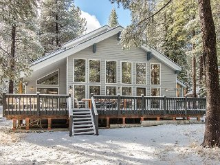 Fall Savings! Sprawling 4BR/3.5BA at Tahoe Donner ? Near Golf, Skiing, Beach